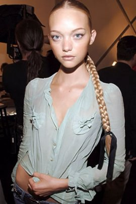 Gemma Ward backstage (click to view)